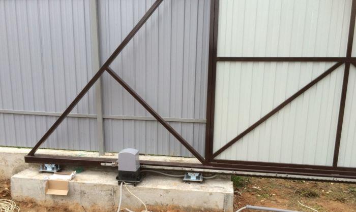 установка ворот на ролики