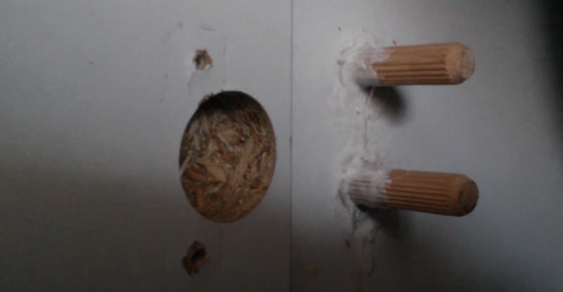 Вырвало петлю из дверцы шкафа: как починить мебель из дсп своими руками