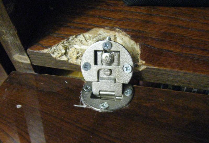 ремонт петель дверей шкафа
