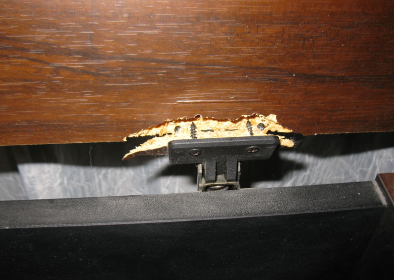 как починить дверцу шкафа