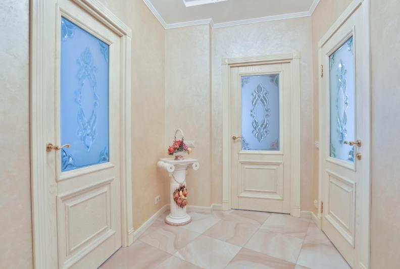 двери беленый дуб в интерьере квартиры фото