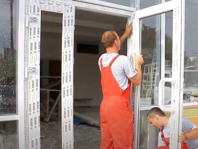 как снять пластиковую входную дверь