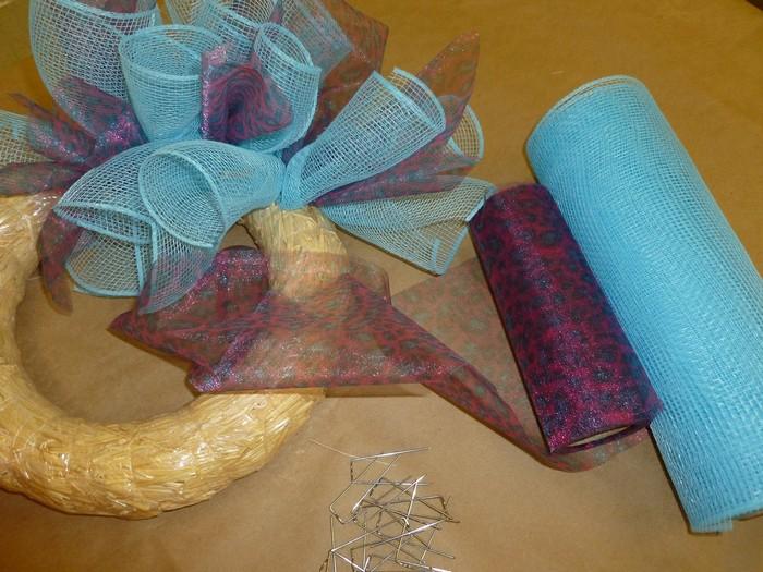 Гирлянда из органзы и флористической сетки